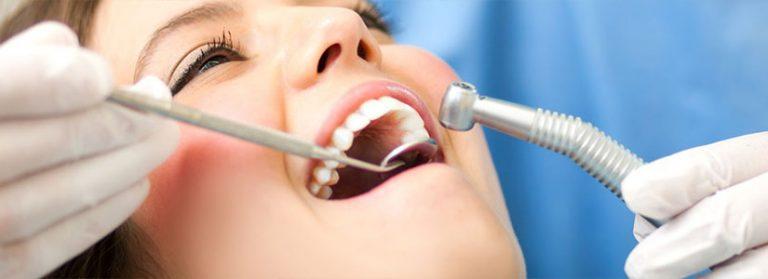 E' fondamentale assumere una corretta igiene orale per proteggere la salute di denti e gengive.